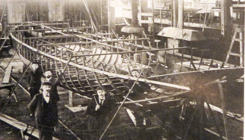 Foreman boat builder Thomas Arnold Baker (front left) at Salter's workshops on Buckingham Street, c. 1905. The best Salter's boats were those that were 'Baker-built'. Image copyright Salter's Steamers Ltd.