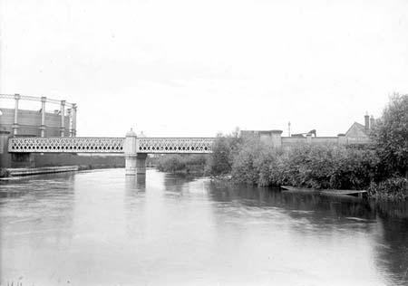 Gasworks railway bridge and gas holder 1920 Taunt